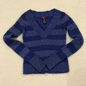 Cute Love By Design V-neck Sweater - Size: M